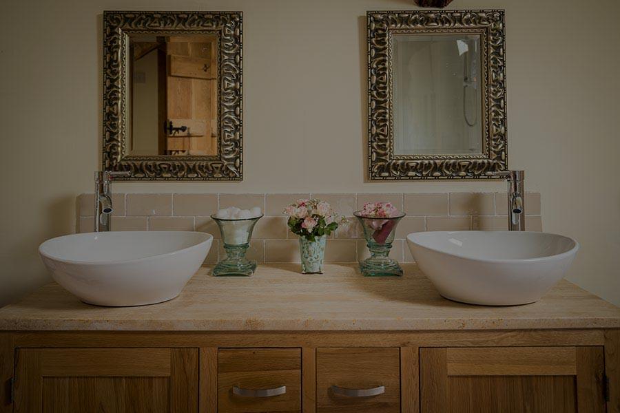 Swallow-Barn-Bathroom-3_overlay.jpg